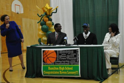 MPS' Hamilton honor student and basketball standout Kevon Looney signs with UCLA