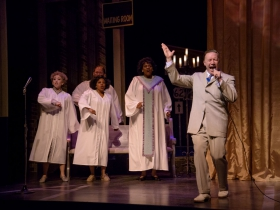 Samantha Sostarich, Cynthia Cobb, Robby McGhee and Raven Dockery sing backup for Rick Pendzich (Preacher) in Skylight Music Theatre's Violet
