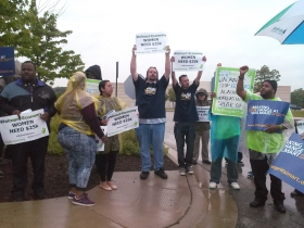 Picketers Protest at South Side Walmart. Photo by Tracey Pollock.
