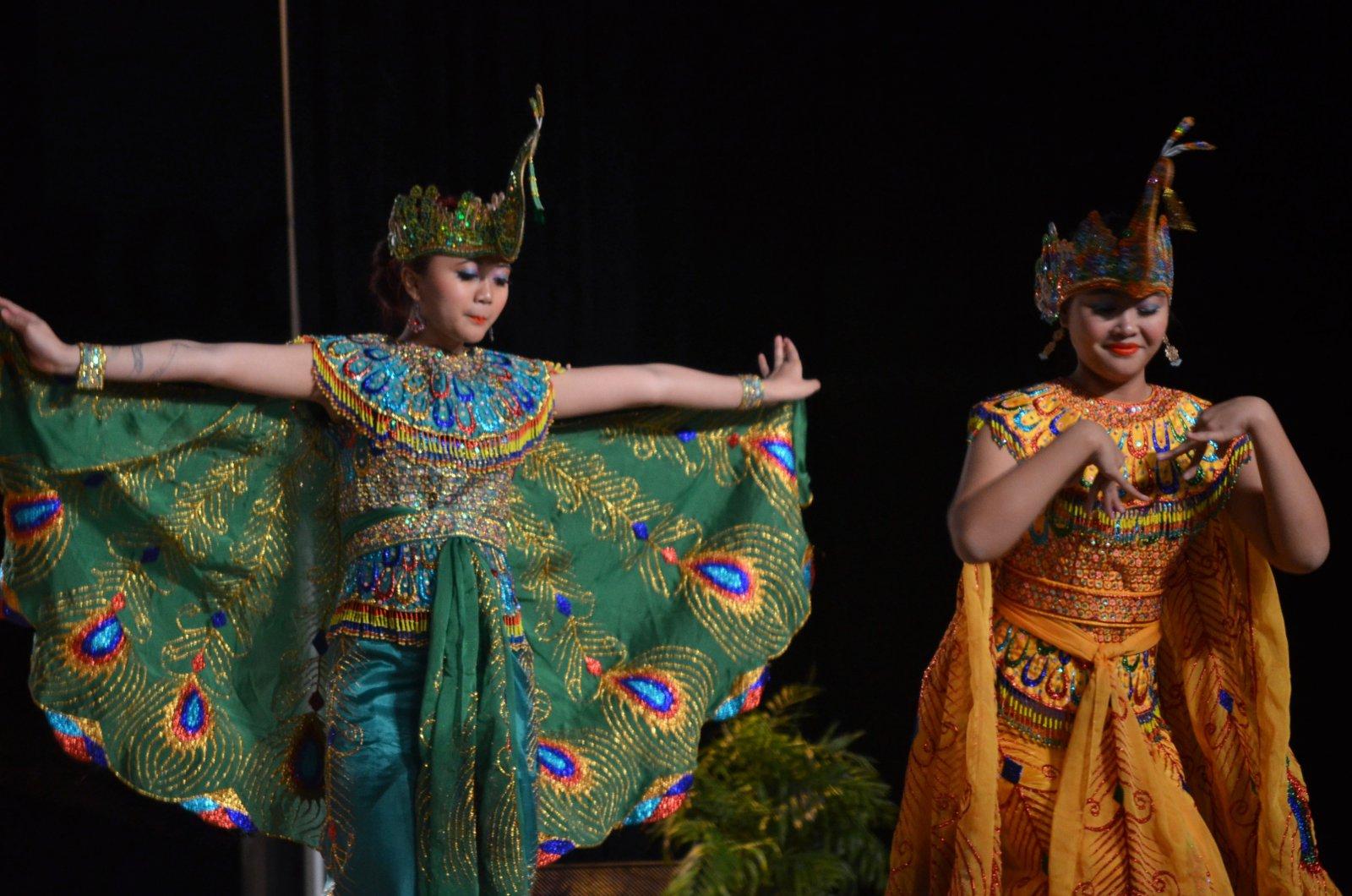 Indonesian dance group