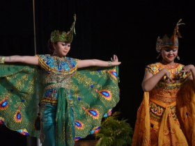 Indonesian dance group