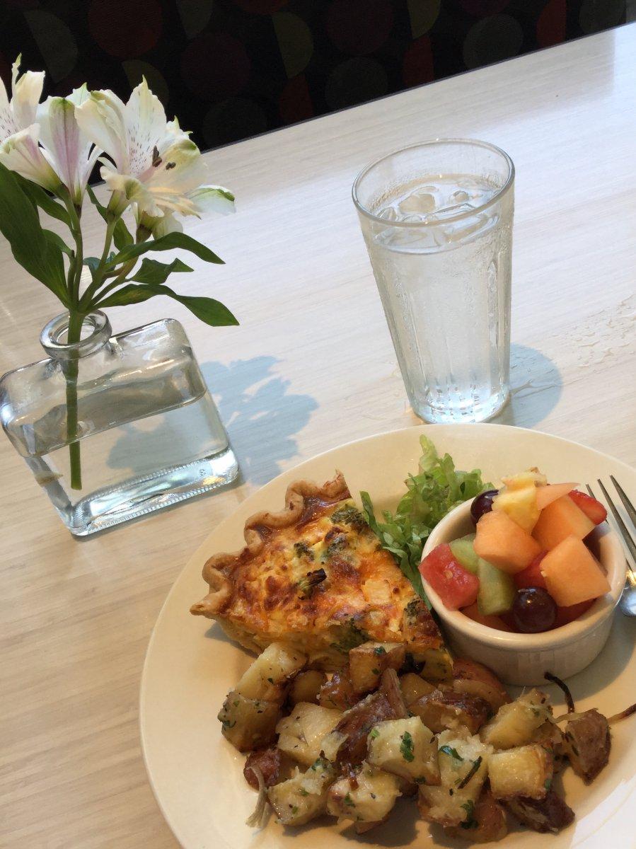 Cheddar-Broccoli Quiche