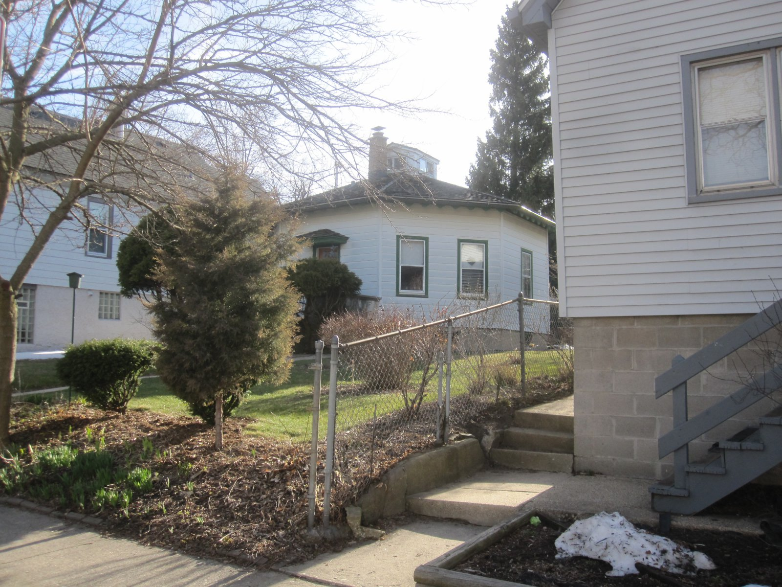 Riverwest Octagon House Cuts Corners