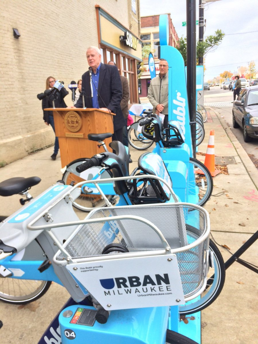 Mayor Tom Barrett announces the opening of 10 new Bulbr Bikes stations. Photo courtesy of Bublr Bikes.