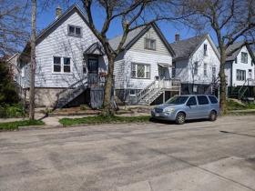 Polish flats on N. Gordon Place between E. Meinecke Avenue and E. Wright Street
