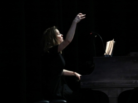Pianist - Conductor: Janna Ernst.