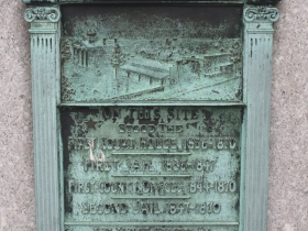 First court house marker - Erected 1900
