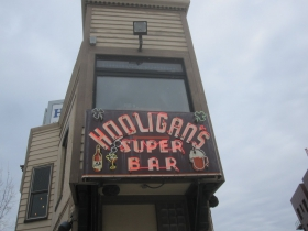 Hooligan's Super Bar