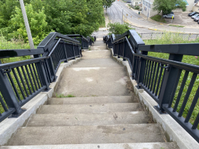 Steps to the top from North Avenue