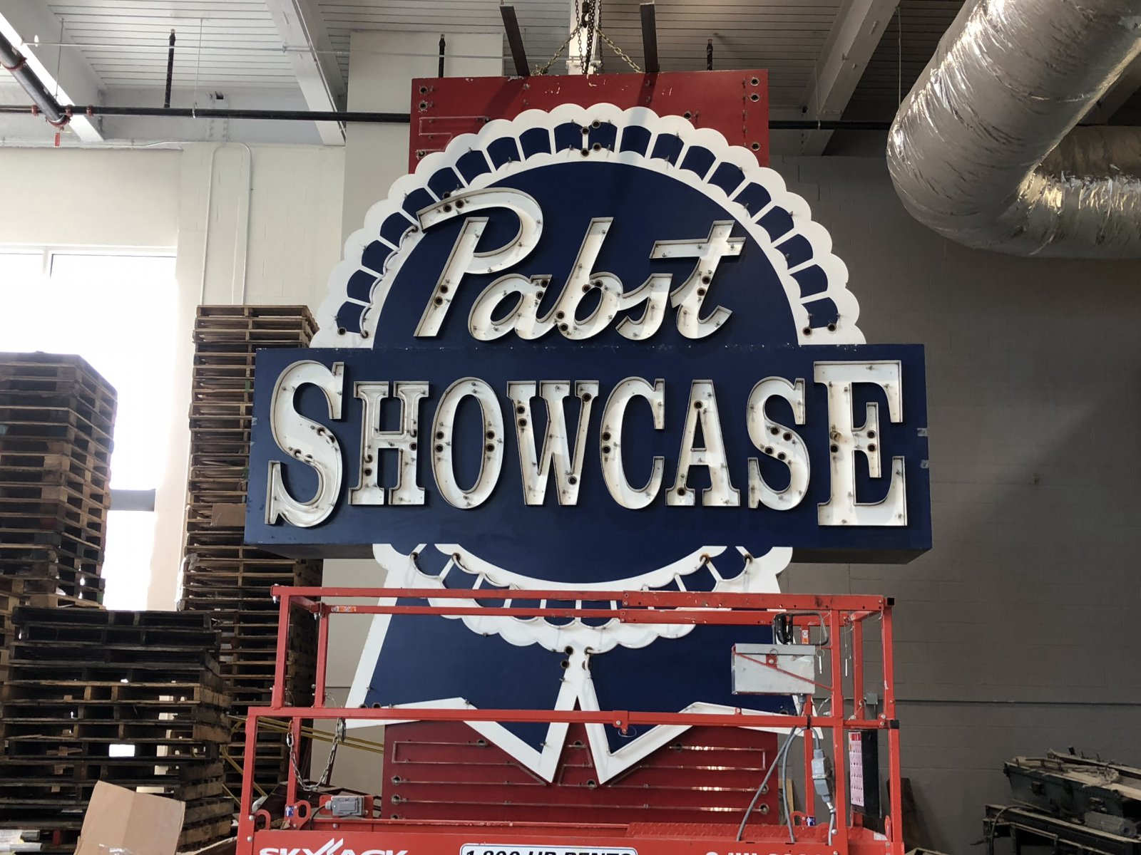 Pabst Showcase Sign
