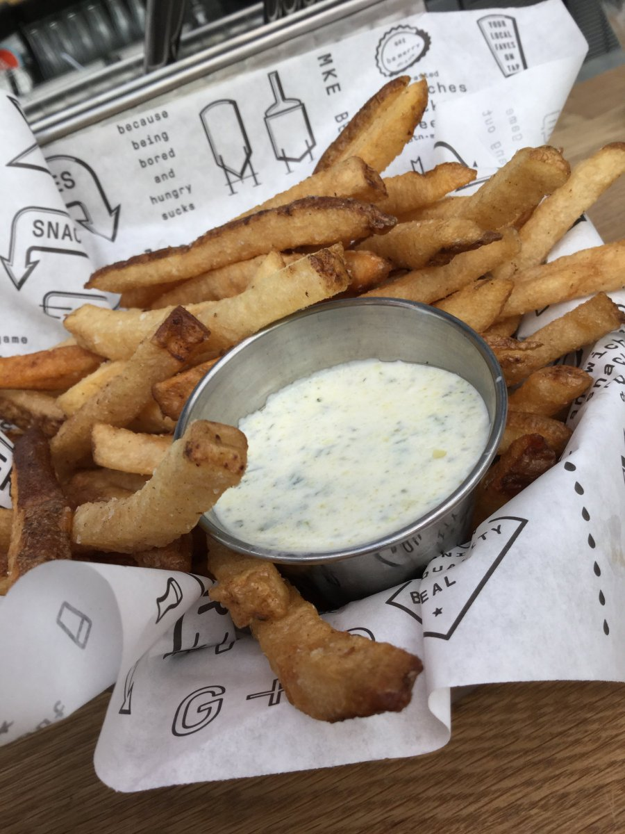 Fries with yogurt/ranch dipping sauce