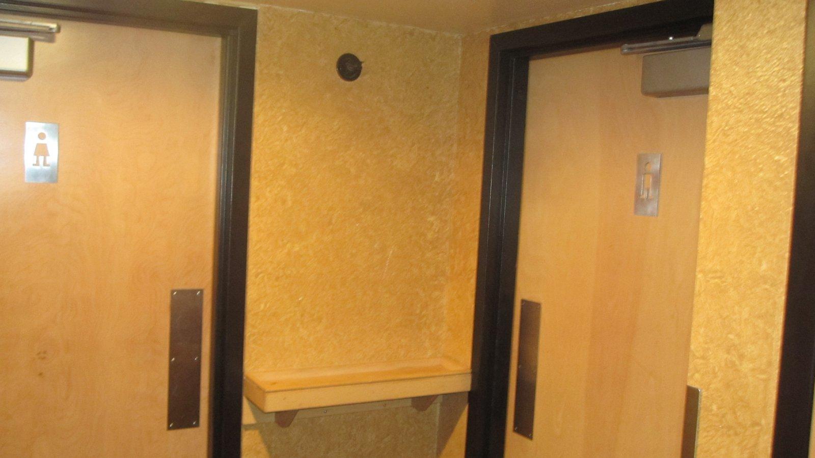 Bathrooms in ETC (La Cage)