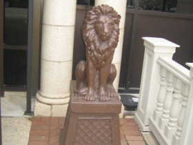 Lion in front of the Knickerbocker On The Lake