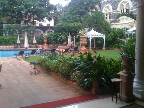 taj-hotel-pool-mumbai-kishline