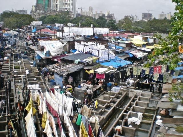 mumbai-slum-laundry