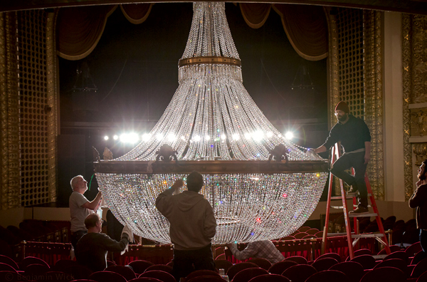 the pabst's chandelier, cleaned one crystal at a time » urban, Lighting ideas