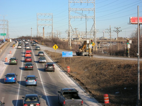 Cars drive past the 35th Street interchange, temporarily closed for restriping, on I-94 at rush hour. (Photo by Amalia Oulahan)