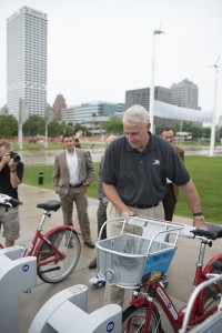 Milwaukee Mayor Tom Barrett checks out a Milwaukee B-cycle bike from the new kiosk at Discovery World Museum on the Lakefront.