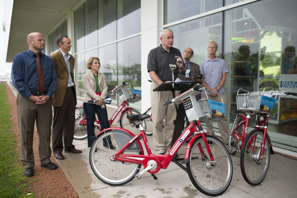 Mayor Barrett at the media conference for the opening of the Milwaukee B-cycle kiosk at Discovery World. Behind the mayor are Alderman Kovac, Kevin Hardman-Launch Director for Midwest Bikeshare, Kristen Bennett-Milwaukee Bike/Ped Coordinator, Bruce Keyes and Barry Mainwood-both of Midwest Bikeshare.