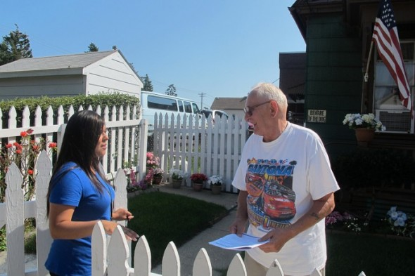 Maritza Ugarte, community organizer for Safe & Sound, speaks to Anthony Tolsky, who raises concerns about garbage in the area. (Photo by Edgar Mendez)