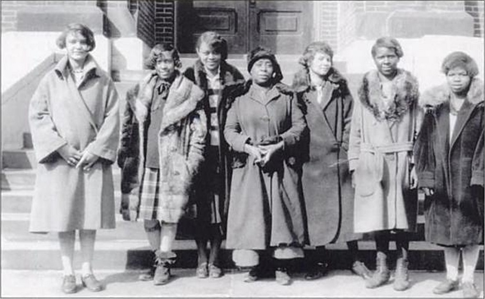 Bronzeville_churchLadies-milwaukee