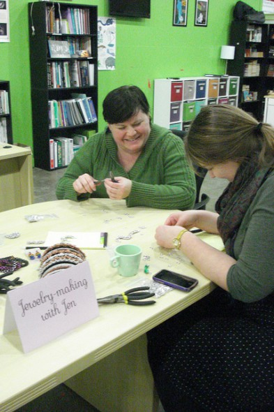 Jen Loberg teaches participants how to make their own jewelry. (Photo by Kelly Meyerhofer)