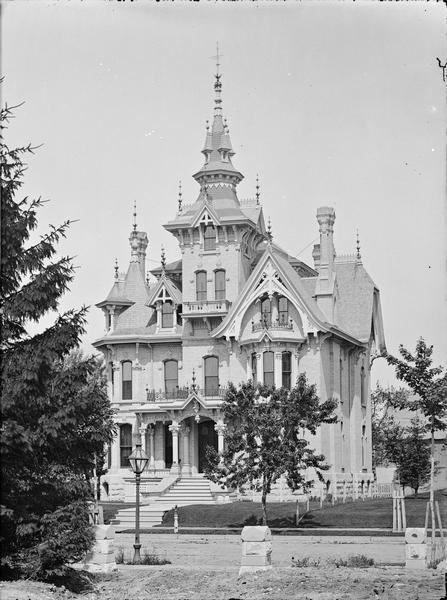 Collins Residence 77 Prospect Avenue. Photo courtesy of the Charles Allis Art Museum.