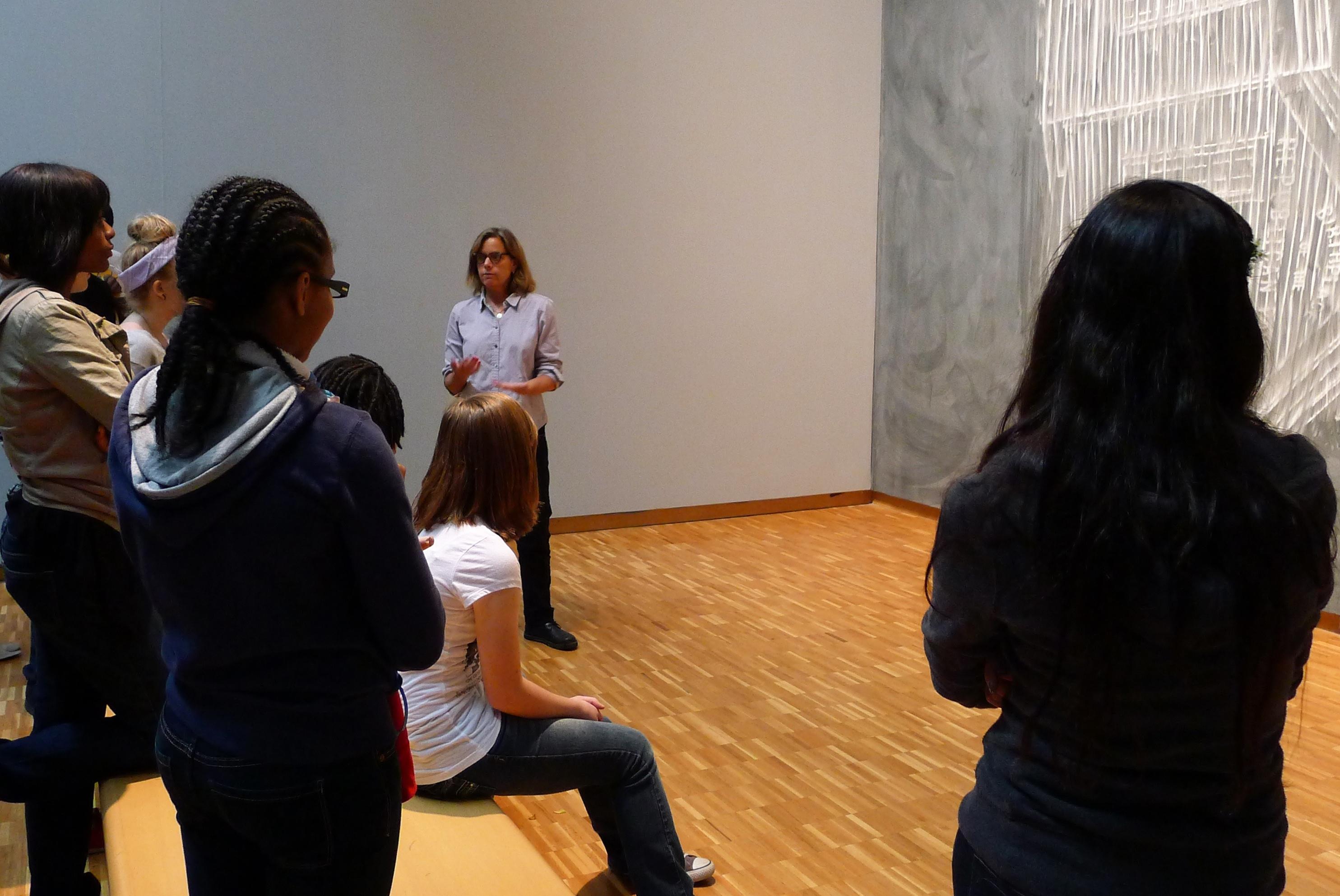 Lynne Shurnow teaches a class.
