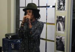 """Cierra McKissick addresses the audience at the """"I Am Milwaukee Home"""" photo show. (Photo by Brittany Carloni)"""