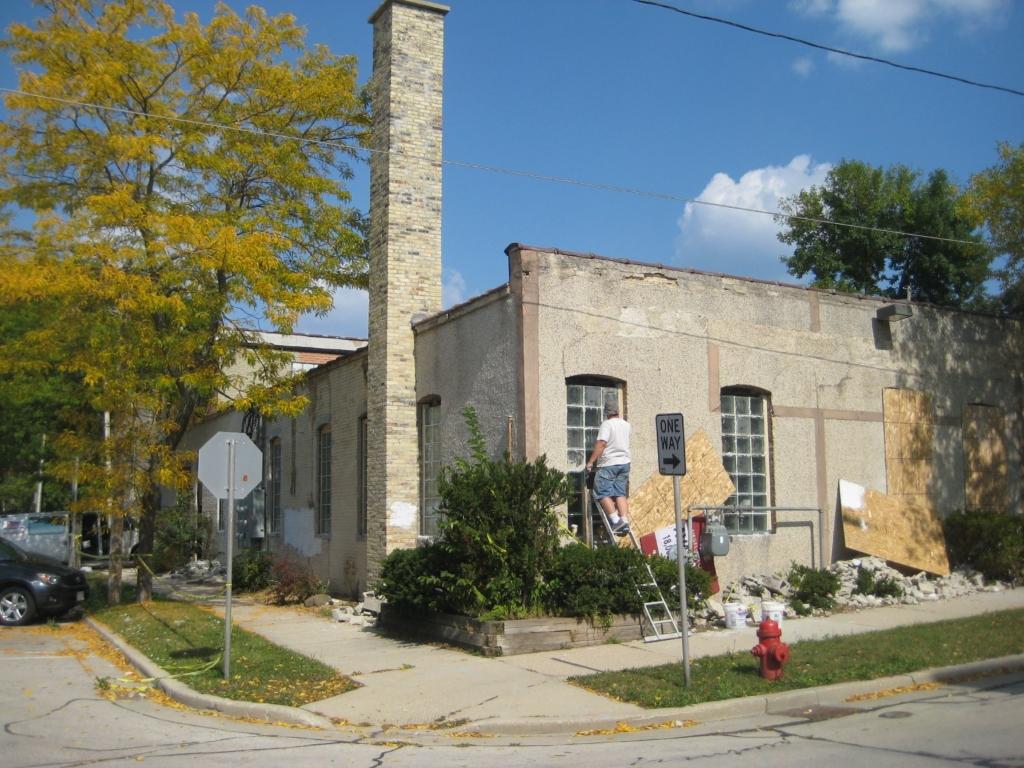 902-914 E. Hamilton St. Photo by Michael Horne.