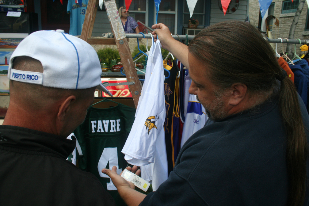 Lazarevich haggles over the price of a Brett Favre jersey.
