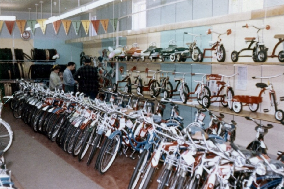 I feel good just looking at this old photo from Ben's Cycle on Milwaukee's south side, which became my local shop when I lived four blocks down the street in Lincoln Village.