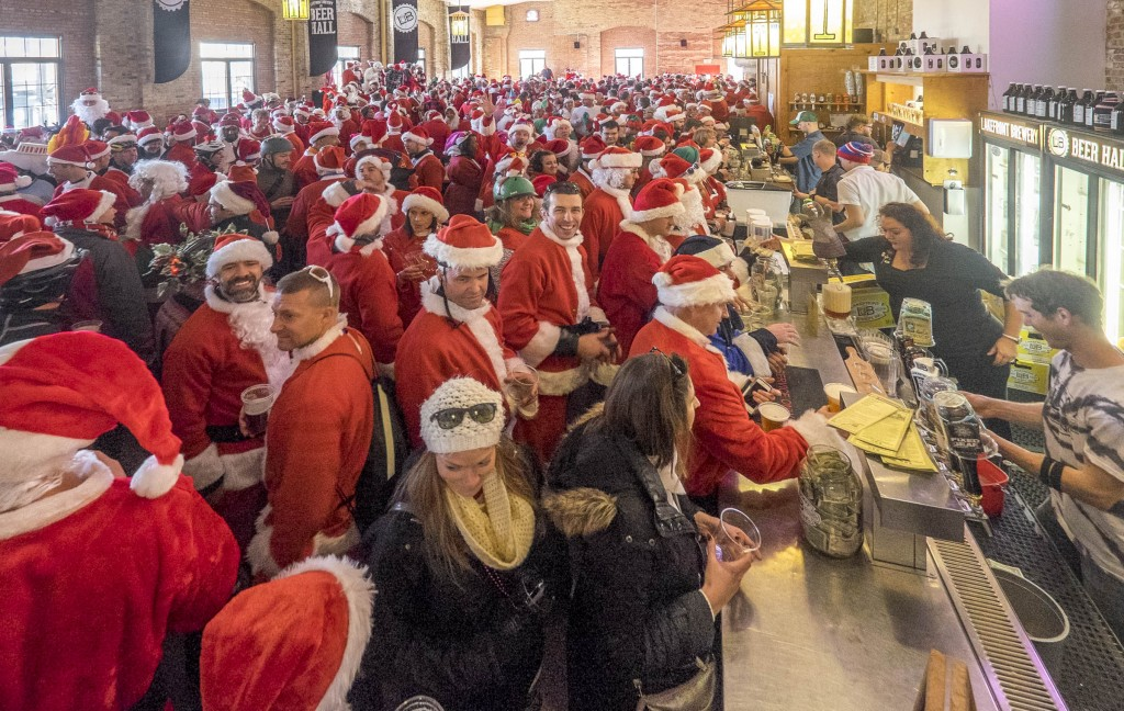 With hundreds of Santas packed like sardines in the Palm Garden, there were still hundreds more outside Lakefront Brewery who never made it inside!