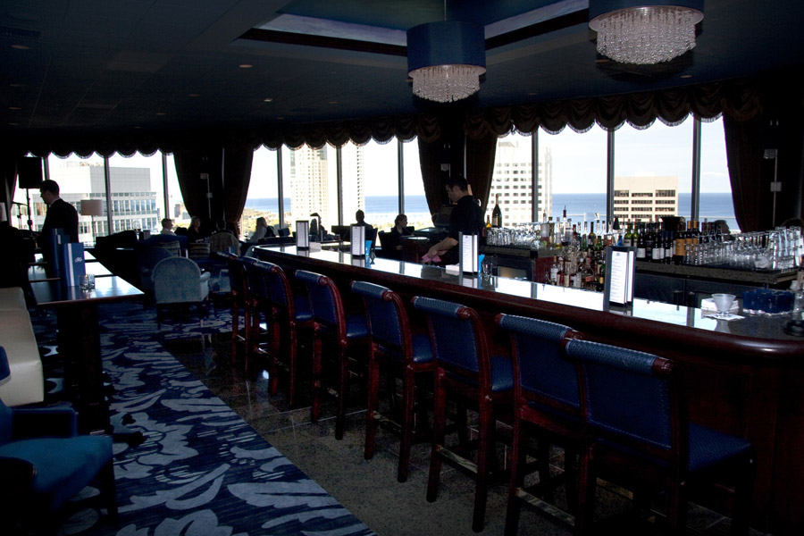 Happy Hour Pfister Hotel S Blu Lounge Is Swank Yet Cheap