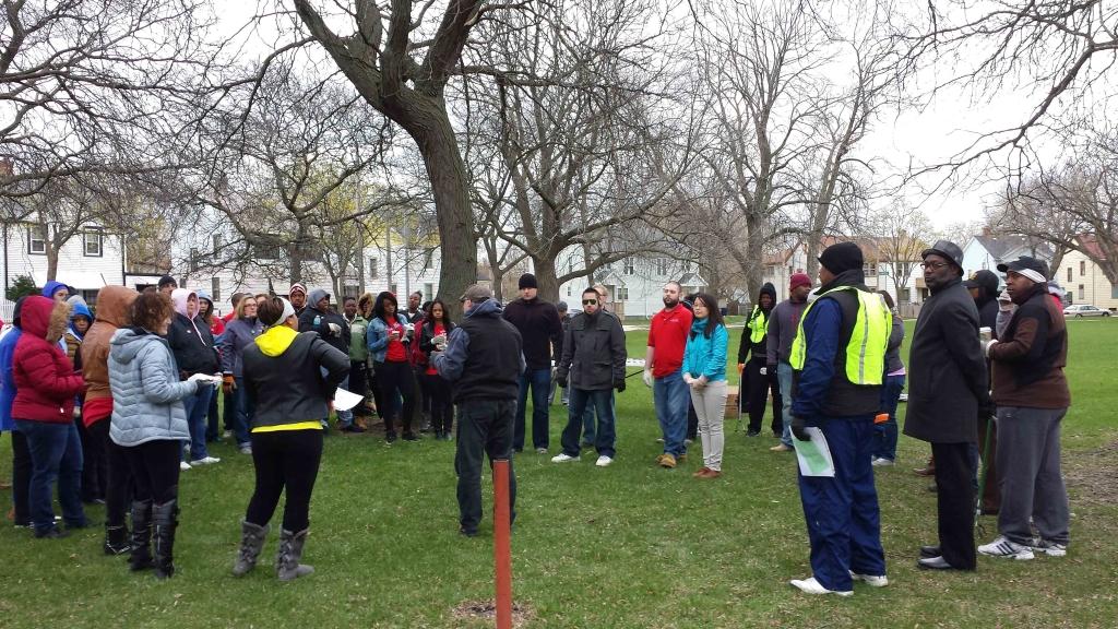 Wells Fargo Volunteers Clean Up North-side Neighborhood