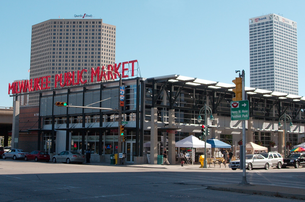 Milwaukee Public Work by Dori. Licensed under CC BY-SA 3.0 us via Wikimedia Commons