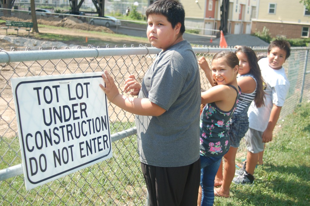 Neighborhood children anxiously await the reopening of Arlington Heights Park, 3429 W. Pierce St. Photo by Edgar Mendez.