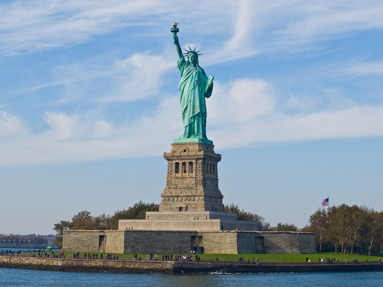 Statue of Liberty. Photo by William Warby (originally posted to Flickr as Statue of Liberty) [CC BY 2.0 (http://creativecommons.org/licenses/by/2.0)], via Wikimedia Commons