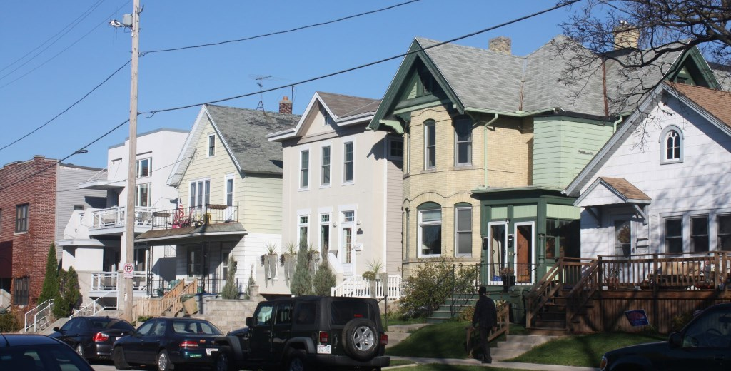 Houses on Astor. Photo by Carl Baehr.