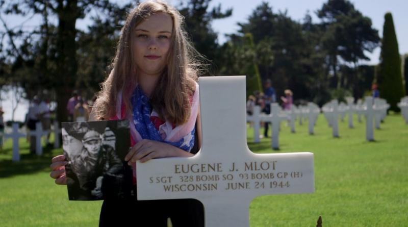 MPS student Julia Brunson at the grave of Milwaukee World War II veteran Eugene Mlot, courtesy of PBS NewsHour