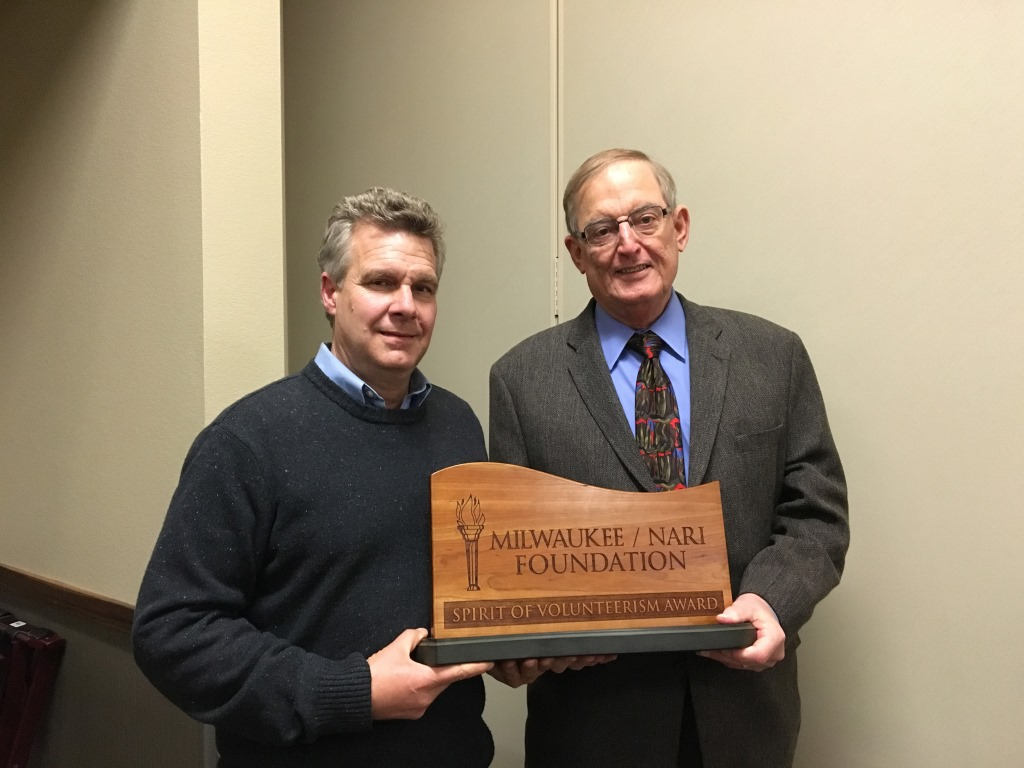Tom Callen (right), Milwaukee NARI Foundation president, and Bingo Emmons, Spirit of Volunteerism Award recipient. Photo courtesy of the Milwaukee NARI.