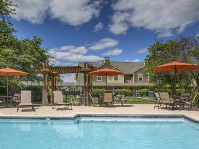 Mandel Group Acquires 918 Unit Apartment Portfolio in Overland Park, Kansas