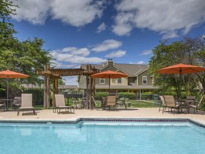 Mandel Group Acquires 918 Unit Apartment Portfolio in Overland Park, Kansas