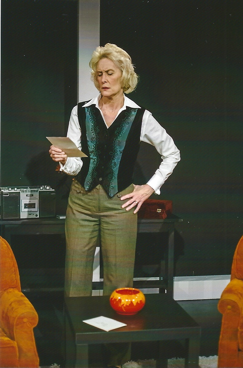 Local Actress Returns Home in Touring Production of <i>Blonde Poison</i> by Gail Louw