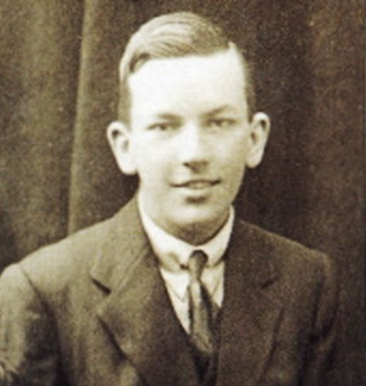 Noel Coward in his teens.