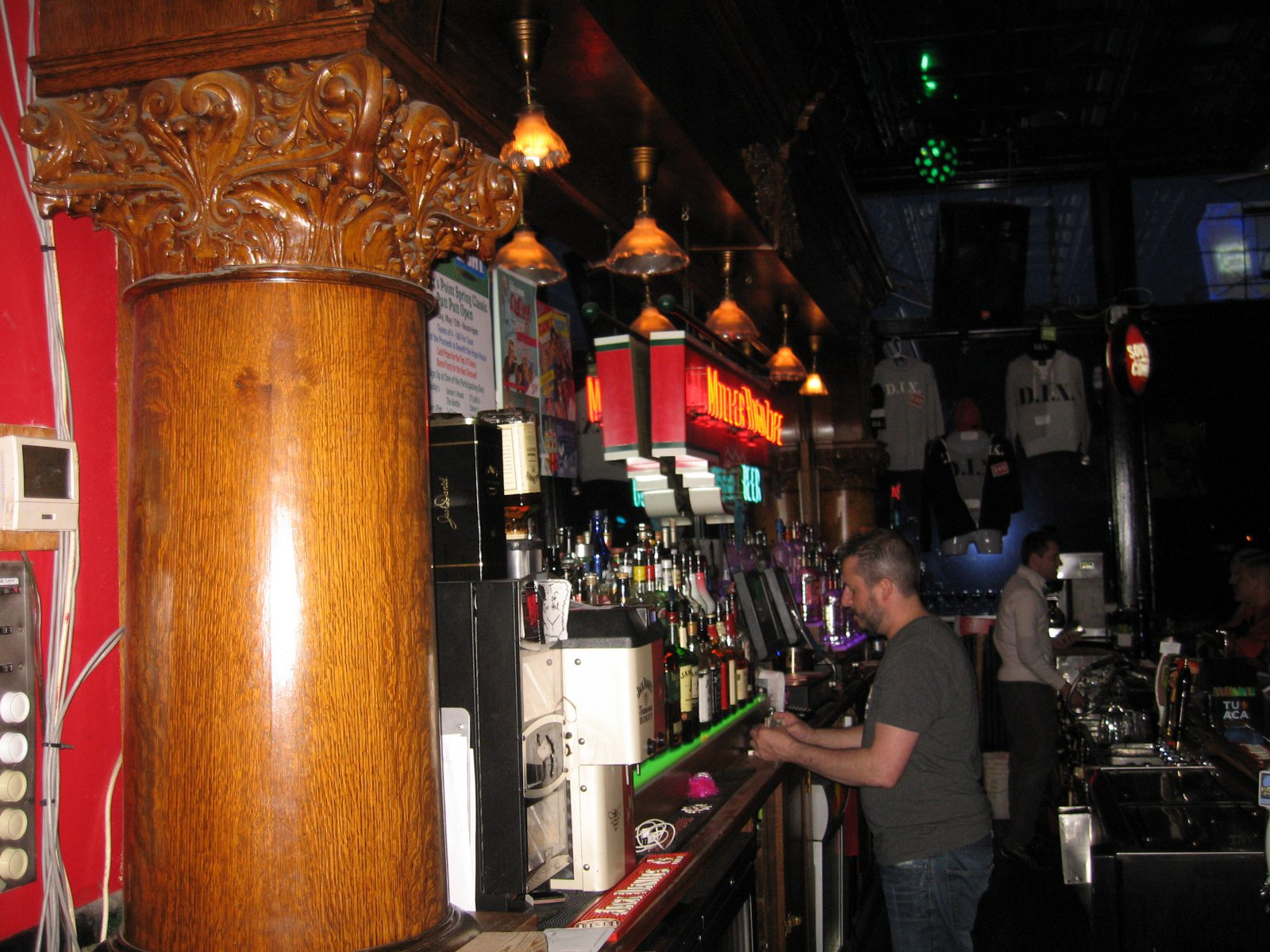 The bar at D.I.X. Photo by Michael Horne.