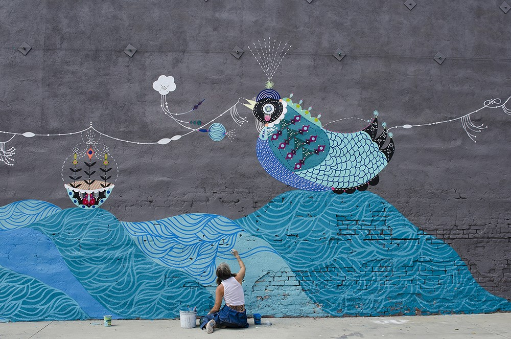 Bunnie Reiss painting a mural, Photo © Marnie Schayek.