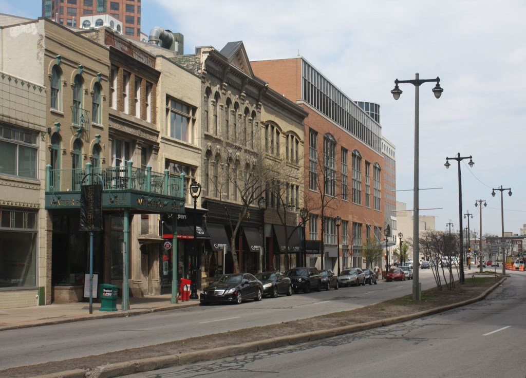 North Water Street twists and turns. Photo by Carl Baehr.