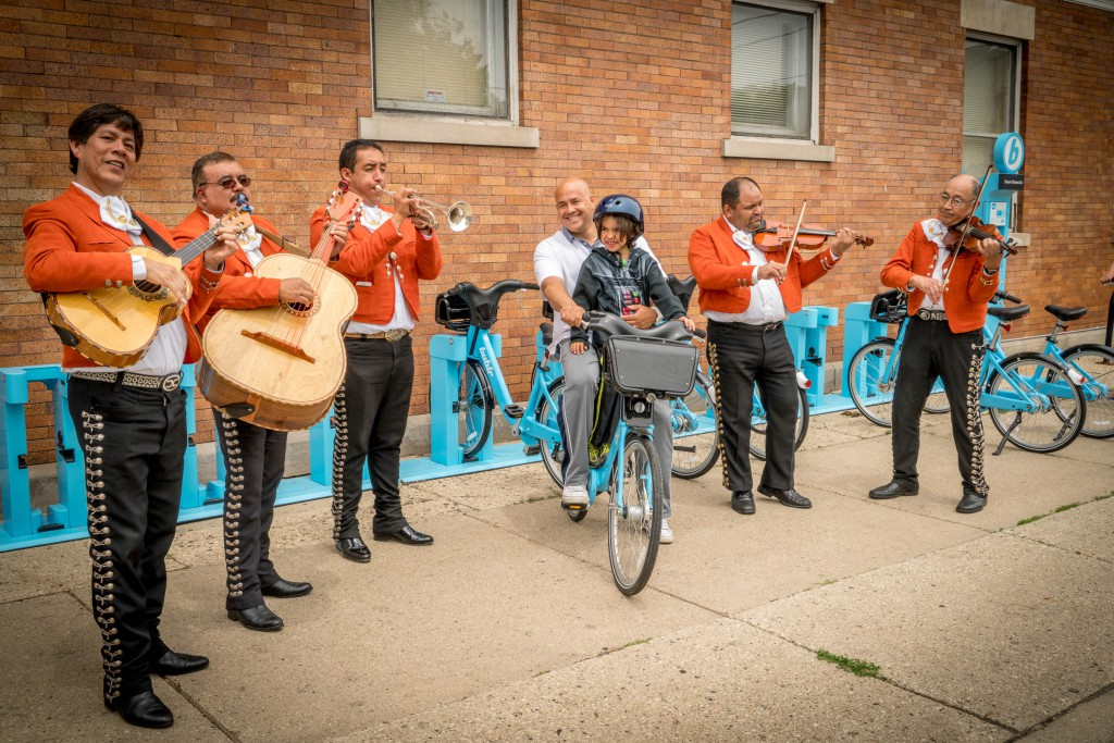 Of course we had live Mariachi for the ceremonial opening of the Bublr Station at Washington and Chavez. Thanks to Alderman Perez for all his help getting the Ciclovia approved and the Bublr station installed.