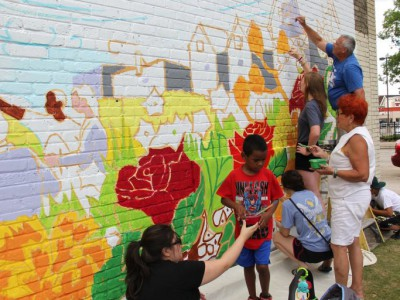 South Side Residents Create New Mural